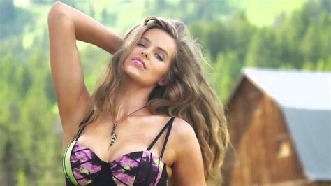 topa bagnata robyn lawley intimates sports illustrated swimsuit 2015