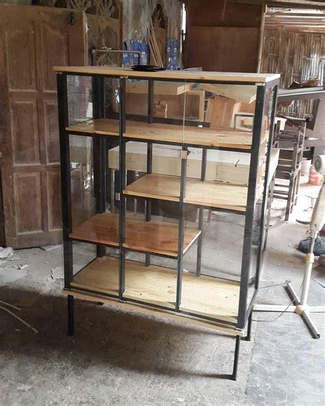 Rak Besi rak display kombinasi antara kayu jatibelanda rangka besi dan di balut dengan tutup dari kaca