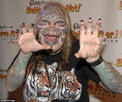 Cat Man Tattoo Died | 猫になりたくて大金かけて身体改造しまくった男が遺体で発見される 衆目に耐え切れず自殺か ダニエル アブネー mr