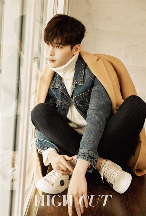 film lee jong suk 2016 lee jong suk dishes on handcuff kiss scene and quot w quot work