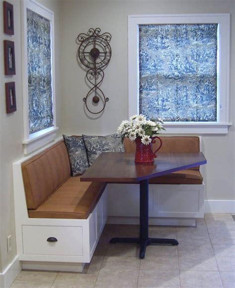 Зеленый диван на кухне фото