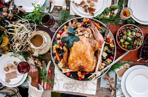 how to decorate a thanksgiving table on a budget how to decorate your thanksgiving table for 20
