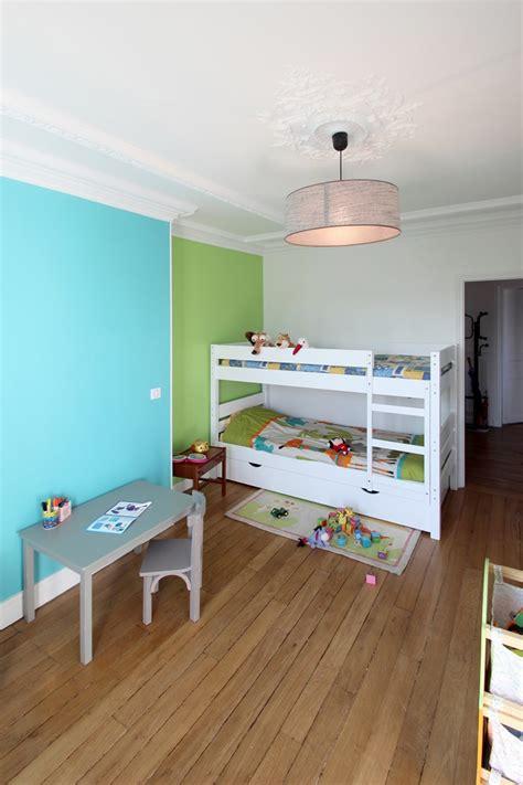 chambre enfant bleu et vert peinture chambre bleu turquoise maison design bahbe com