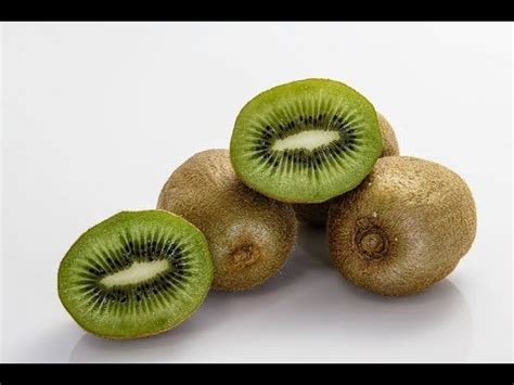 fruit before bed the benefits of eating kiwi fruit before bed youtube