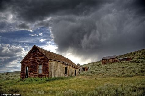 haunting images of america s abandoned cities paint picture of nation s forgotten struggles