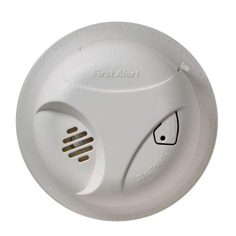 first alert flashing green light green light on smoke alarm decoratingspecial com