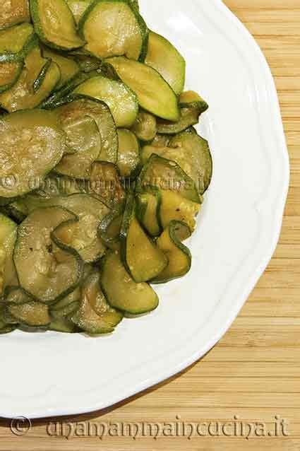 cucinare le zucchine in padella ricette con zucchine zucchine saltate in padella