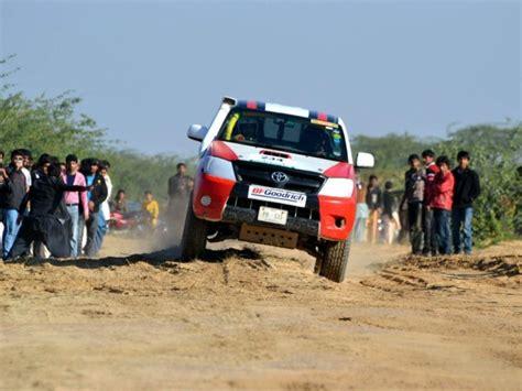 jeep pakistan jeeps rally through cholistan s desert in pakistan