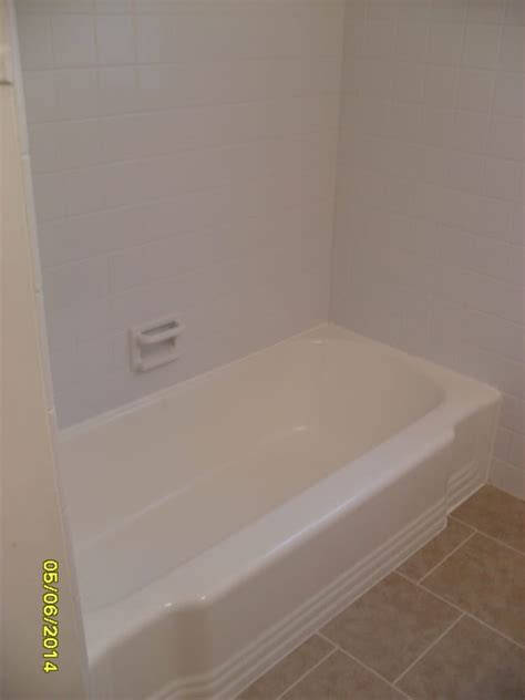 Bathtub Reglazing Detroit by Partial Bathroom Renovation Reglaze Tub Paint And