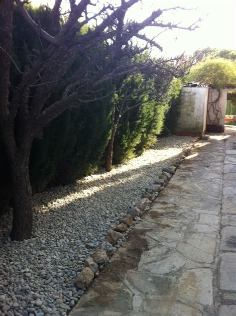 imagenes de jardines con piedras de rio jardin barbacoa playa apartamentos en alquiler en cambrils