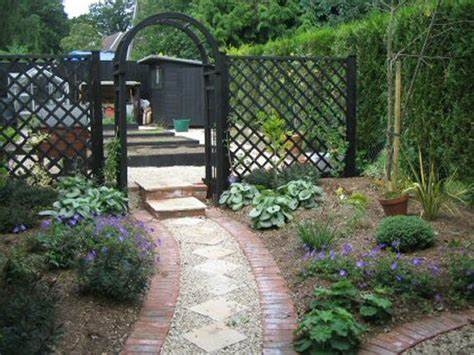 narrow backyard landscaping ideas 28 plain long narrow backyard landscaping ideas izvipi com