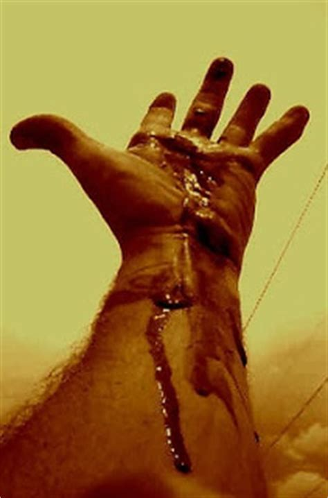 world  pictures blood hand
