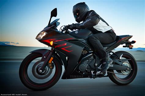 2017 Yamaha YZF R3 Review