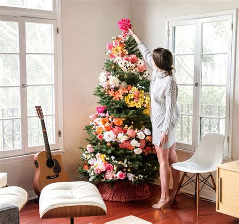 to decorate people use flowers to decorate their christmas trees and