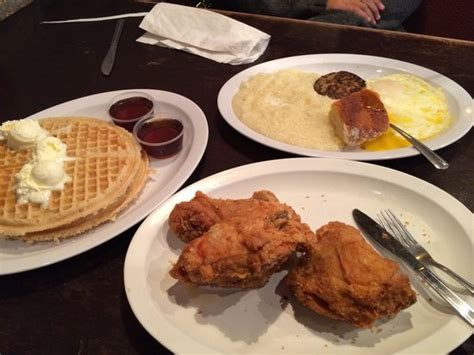 chicken and waffles of course 芝加哥chicago s home of