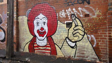 popular graffiti land of faces tres melb 2011