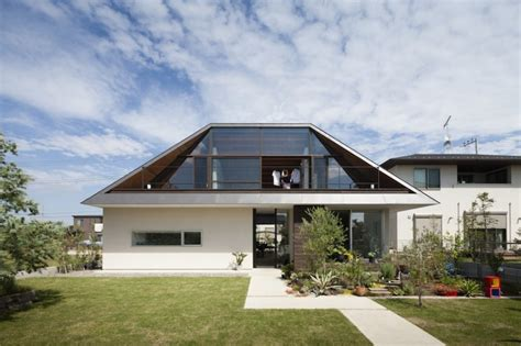 modern two storey house with streamline roof dise 241 o de casa moderna de un piso con techo en pendiente