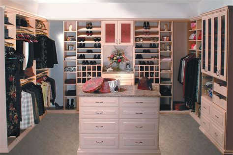Kitchen Cabinet Storage Solutions by Walk In Amp Reach In Closet Systems In The Eastern