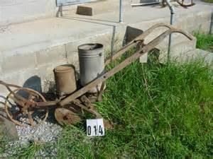deere antique one row corn planter