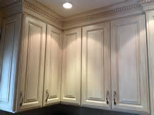 paint glaze kitchen cabinets glazed kitchen cabinet makeover classic fauxs finishes