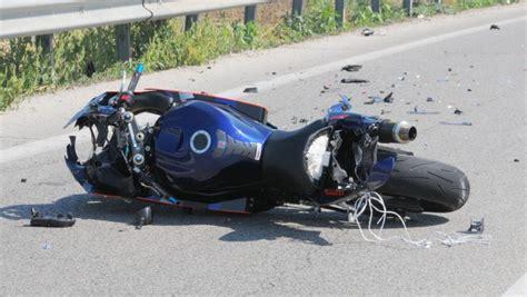 fucino carsoli carsoli scontro tra moto e scooter due feriti terre