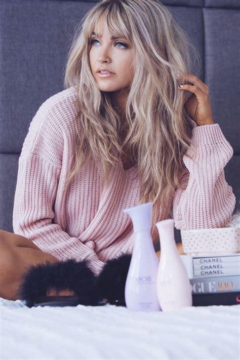 image result for blunt bangs and balayage coiffure coiffures m 232 ches et beaut 233 cheveux mi longs avec frange inspirez vous coiffure simple et facile