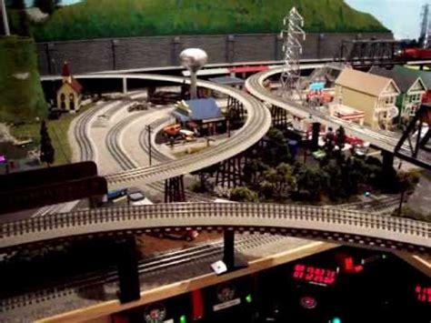 youtube lionel peanuts train set     christmas trains layout  gauge youtube