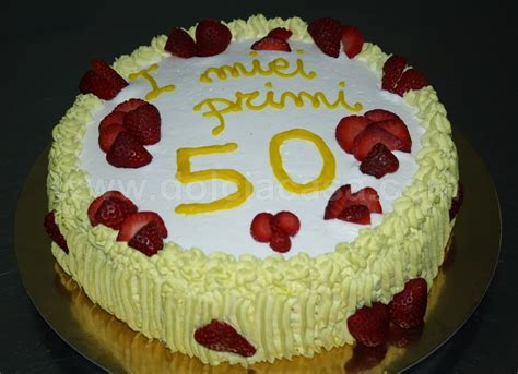 Who To Decorate A Home by Torte Decorate Torta Crema E Fragole Per 50 Anni Gt Dolci