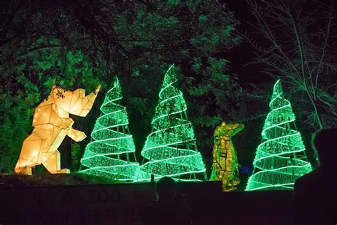 Guide To La Zoo Lights In Griffith Park Los Angeles La Zoo Lights Discount Tickets Any Tots