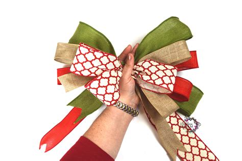 bow  multiple ribbons making bows