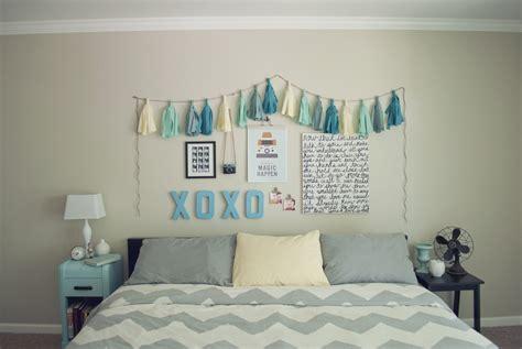 pocketful  pretty cheap easy bedroom wall art