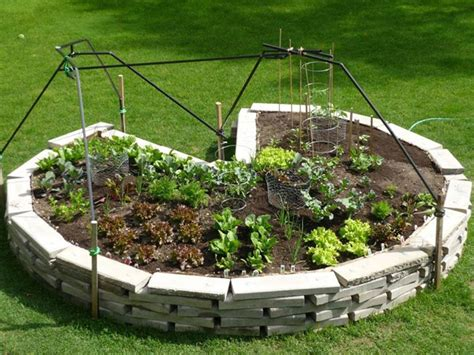 Keyhole Garden Design by Diy How To Maximize Your Growing Space With Keyhole