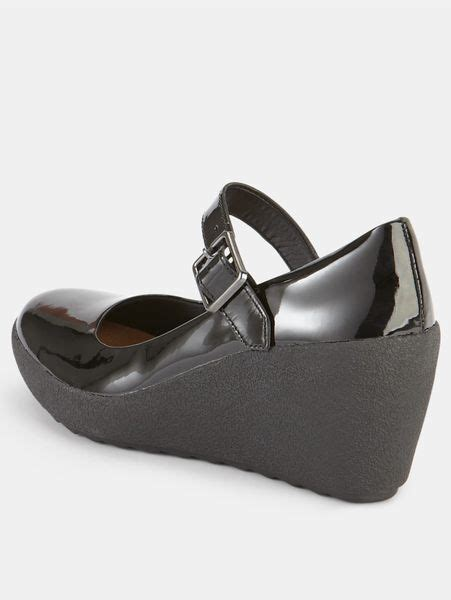 clarks clarks flake berry wedge bar shoes in black black
