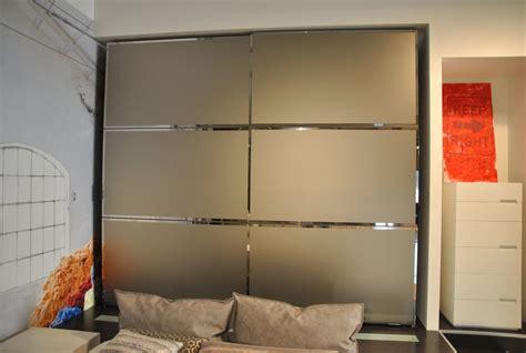 armadio ante scorrevoli a specchio promozione armadio a due ante scorrevoli finitura specchio