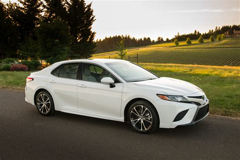 toyota camry 2018 white 2018 toyota camry vs 2018 holden commodore pre review