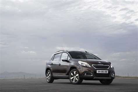 peugeot 2008 crossover new peugeot 2008 crossover pictures and details video