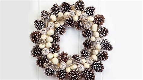 como decorar la puerta en navidad en forma de regalo 16 ideas de decoraciones navide 241 as para puertas
