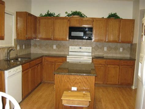oak kitchen cabinets wall color honey oak cabinets what color countertop what color
