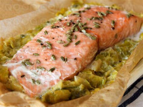 papillotes de saumon sur lit de poireaux qooq