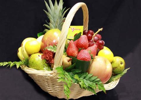 canasta de frutas para regalo como hacer canastas de fruta video decoraci 243 n