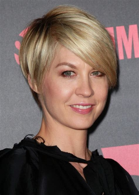 womens short hairstyles pictures very short layered haircuts for women
