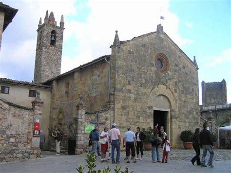 la caminata monteriggioni la iglesia parroquial monteriggioni siena autore e
