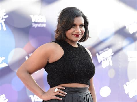 mindy kaling now mindy kaling sends apology cupcakes when she s too