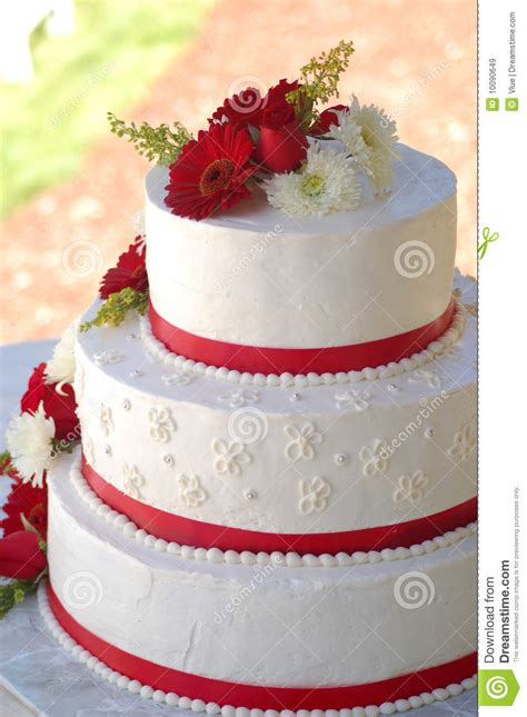 wedding cake  red stripes  flowers stock image