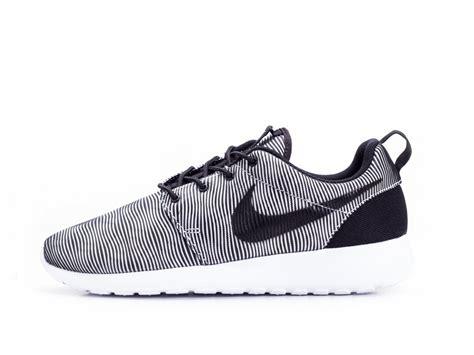 Sepatu Nike Roshe Run Premium Import Hitam Motif Sep Berkualitas apakah sepatu nike yang dibuat di itu palsu galena