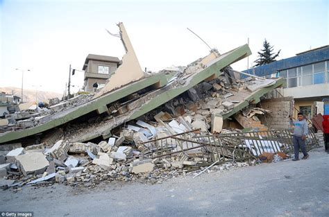 earthquake iran iran iraq border earthquake leaves at least 400 dead