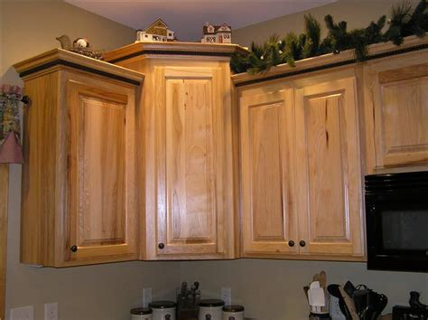 Kitchen Cabinets With Crown Molding How To Install Crown Molding On Top Of Kitchen Cabinets