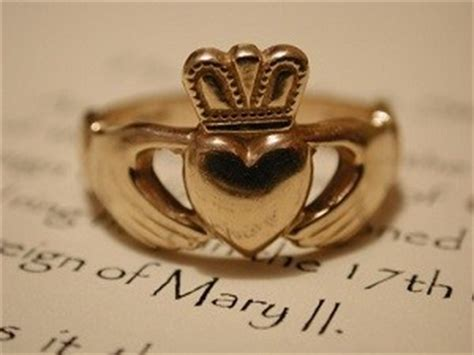 celtic symbols claddagh ring meaning history how to wear it