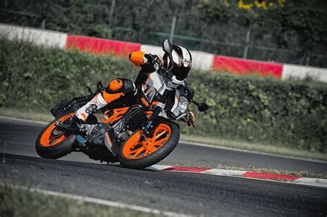 Duke Ktm 390 Ktm Duke 390 And Rc390 With Slipper Clutch Benefits