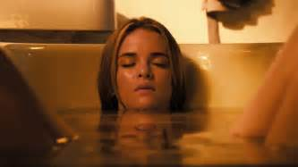 Bathtub Breath Hold The Scream Queens Of Film Danielle Panabaker Movies